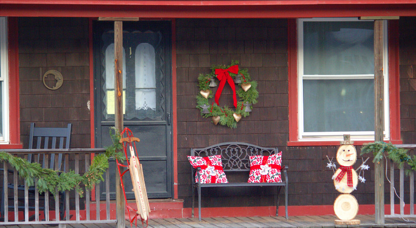 Gorgeous Ways To Decorate Your Front Porch For The Holidays