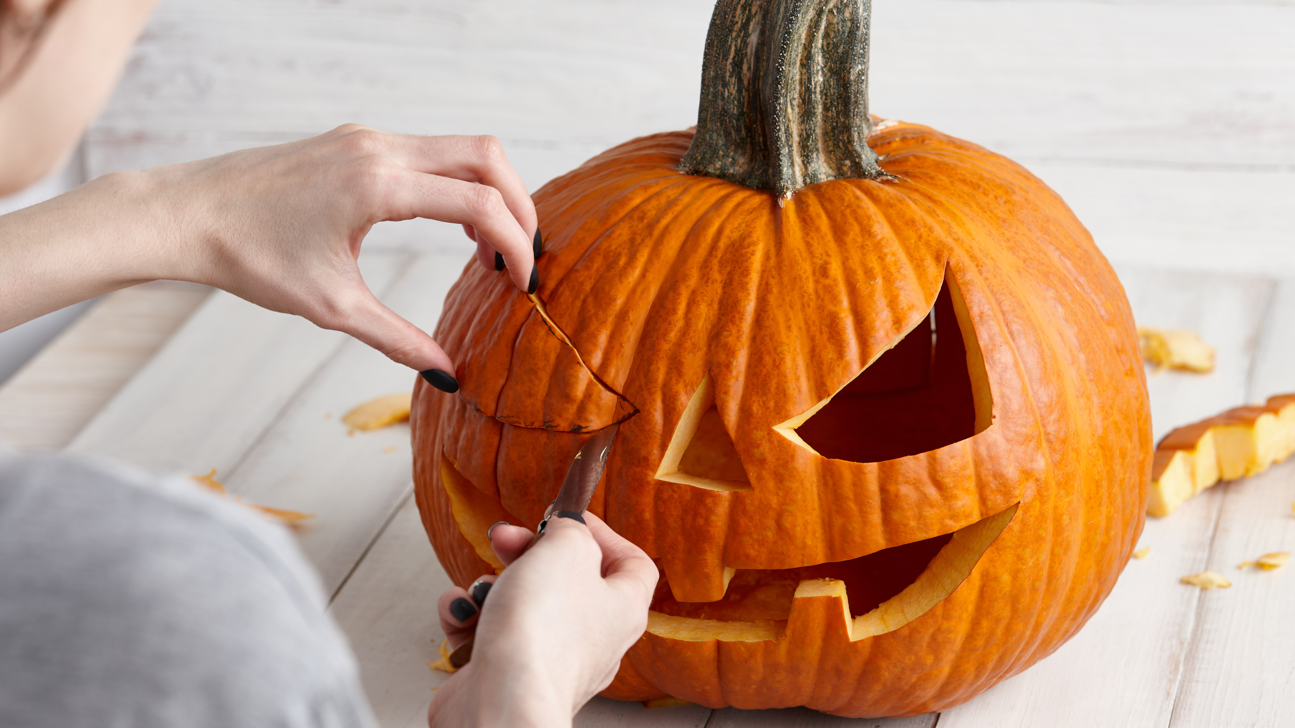 The Art Of Carving Jack-O-Lantern This Halloween